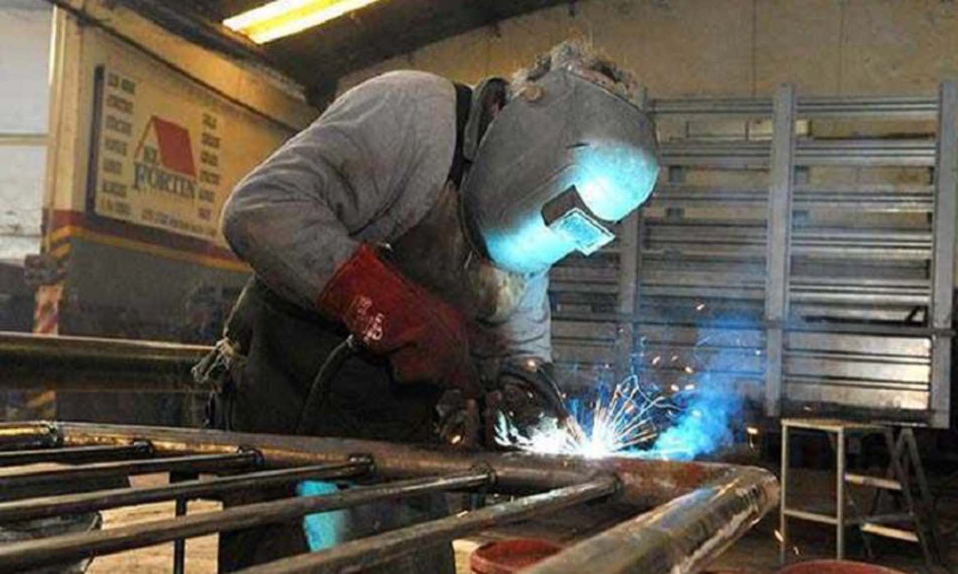 La industria se desplomó 8,1% en junio