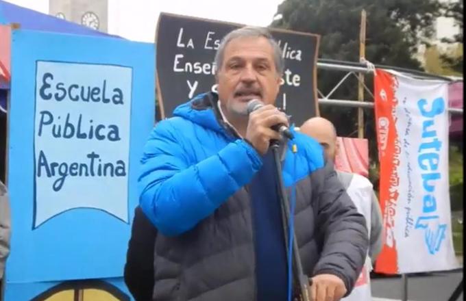 Raúl Calamante en la Escuela Pública Itinerante